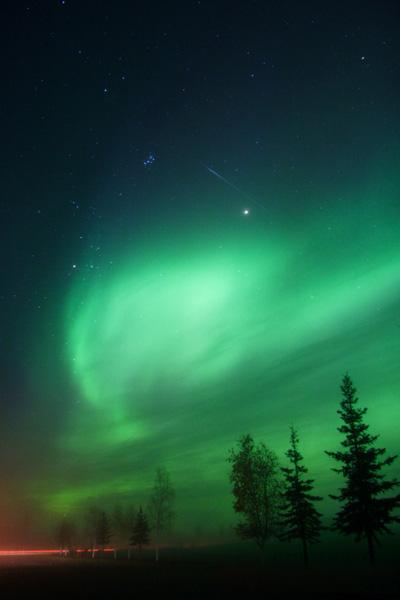 نور زیبای سبز در میان شفق قطبی در آلاسکا