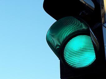 نور سبز چراغ ترافیکی